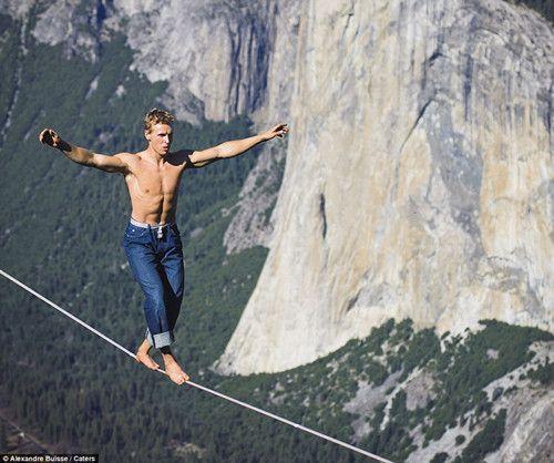 奧地利男千米高空走鋼索