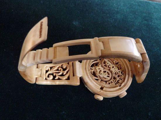 烏克蘭木匠巧奪天工 雕出木頭手錶