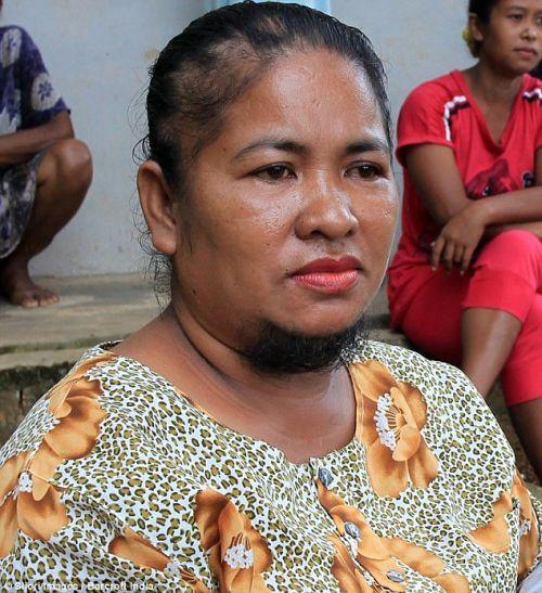 印尼媽長山羊鬍 護子女遮臉19年